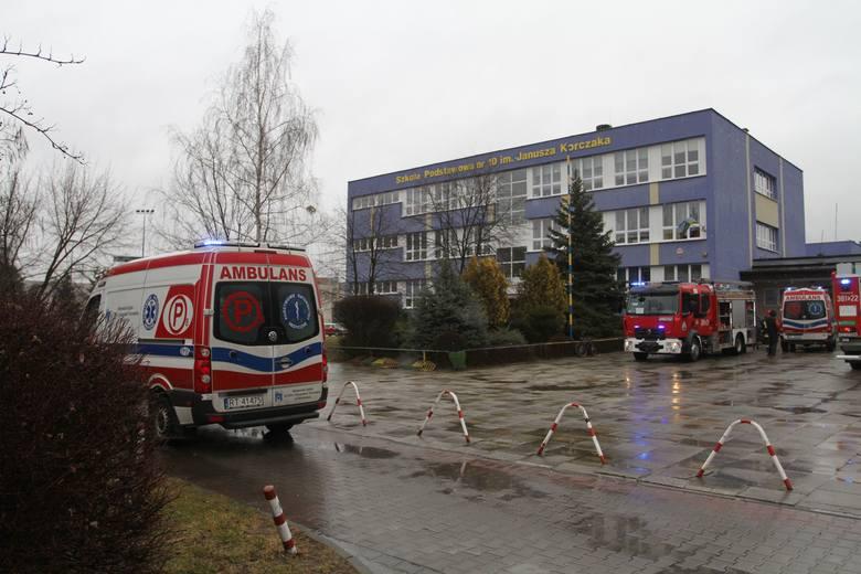 Do poważnego wypadku doszło w niedzielę po godzinie 13 w Szkole Podstawowej numer 10 w Tarnobrzegu, gdzie trwają dni otwarte placówki. Podczas wykonywania