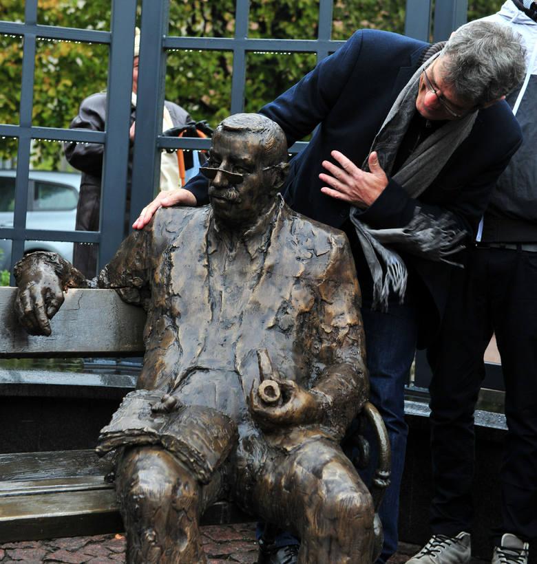 Figurę Güntera Grassa na wrzeszczańskiej ławeczce odsłonięto 16.10.2015 r.