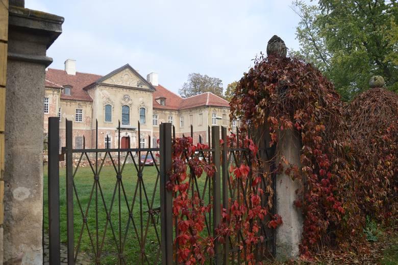Historia Pałacu w Bojadłach jest bardzo bogata. W przeszłości posiadłość stanowiła część majątku rodziny Kottwitzów, która ufundowała cały zespół budynków.