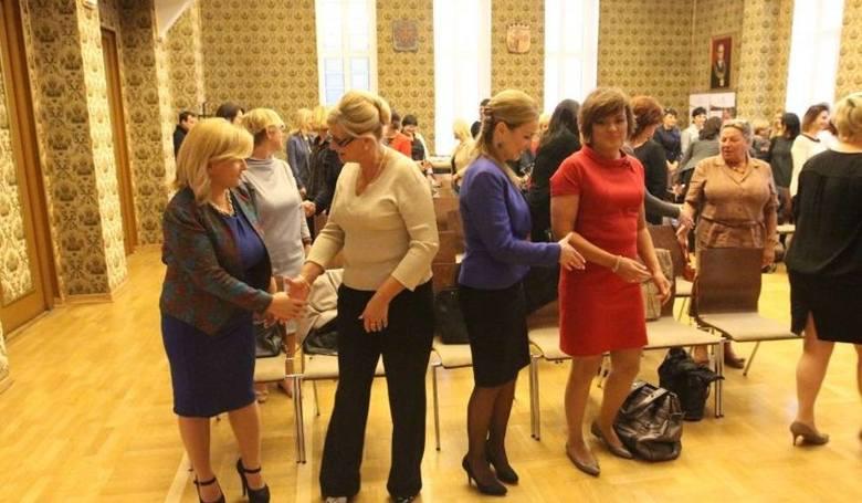 """Dress for Success w Opolu. Przekażą """"szczęśliwe sukienki"""""""