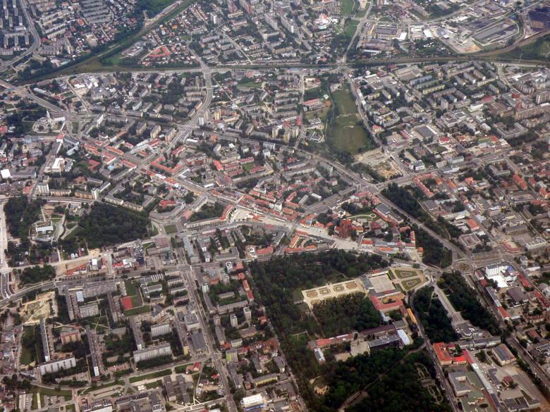 Miasto widziane z szybowca. Z dołu nie widać zmian tak dobrze, jak z góry