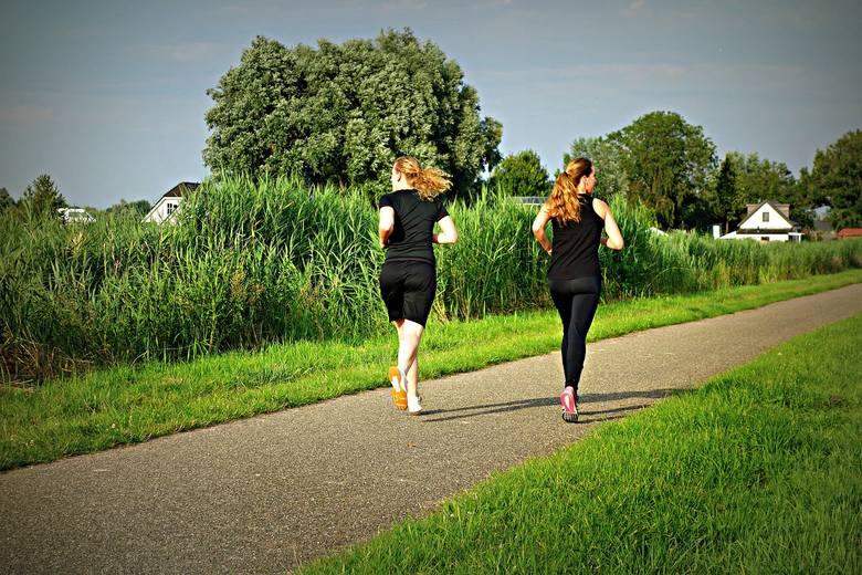 2. Wiosna = aktywność i ruchWiosna jak żadna inna pora roku sprzyja aktywności na świeżym powietrzu – spacery, jazda na rowerze, rolkach, a nawet praca