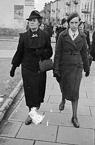 Wszystkie te zdjęcia wykonano jednego dnia - 1 maja 1938 roku i na tej samej ulicy Kilińskiego w Białymstoku