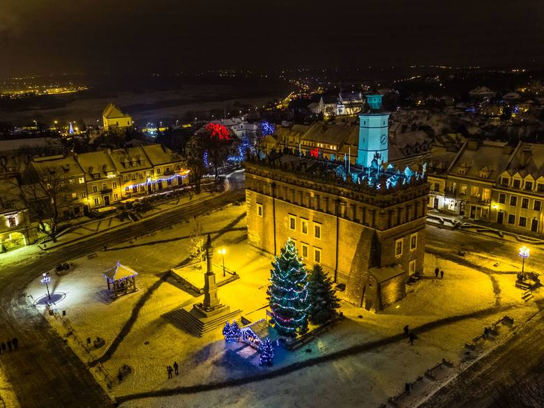 Sandomierz już gotowy do świąt Bożego Narodzenia. Miasto mieni się wieloma iluminacjami. Zobaczcie zdjęcia autorstwa Sławka Rakowskiego.Przypomnijmy,
