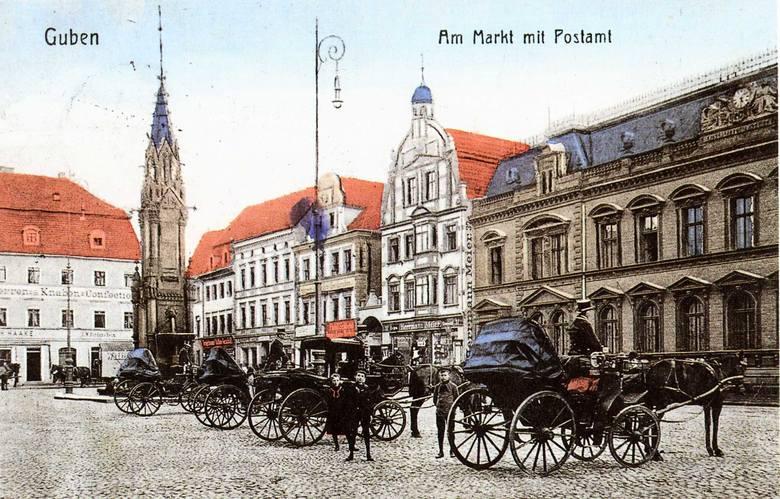 Marktplatz obok kościoła farnego i ratusza (dziś plac Jana Pawła II) przed laty spełniał różne funkcje. Na fotografii plac pełni rolę postoju dorożek