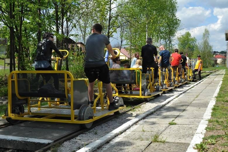 Kategoria: Atrakcje Turystyczne RokuLokalna Kolej Drezynowa, ReguliceLokalna Kolej Drezynowa w Regulicach to jedyna w Małopolsce idea łącząca pasję do
