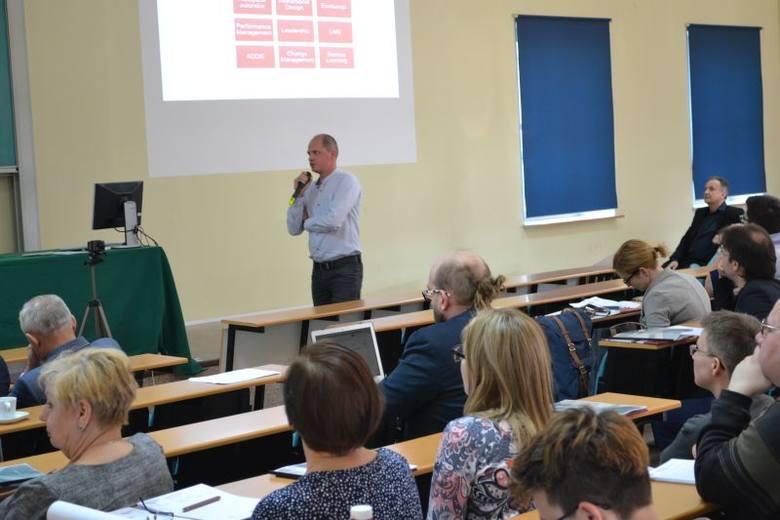 """III Ogólnopolska Konferencja Akademia On-line  """"Kreatywność w kształceniu zdalnym i funkcjonowaniu w Sieci"""""""
