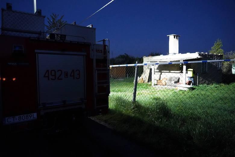 W piątek wieczorem na terenie ogródków działkowych w Szubinie policjanci znaleźli ciało mężczyzny. Do sprawy został zatrzymany pijany 27-latek.Więcej