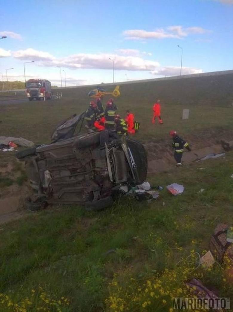 Na miejscu wypadku lądował śmigłowiec Lotniczego Pogotowia Ratunkowego.
