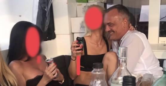 Węgry: Seksafera z udziałem burmistrza miasta Gyor. Zsolt Borkai rezygnuje. Zatopiła go orgia na jachcie, wyciekły zdjęcia i wideo
