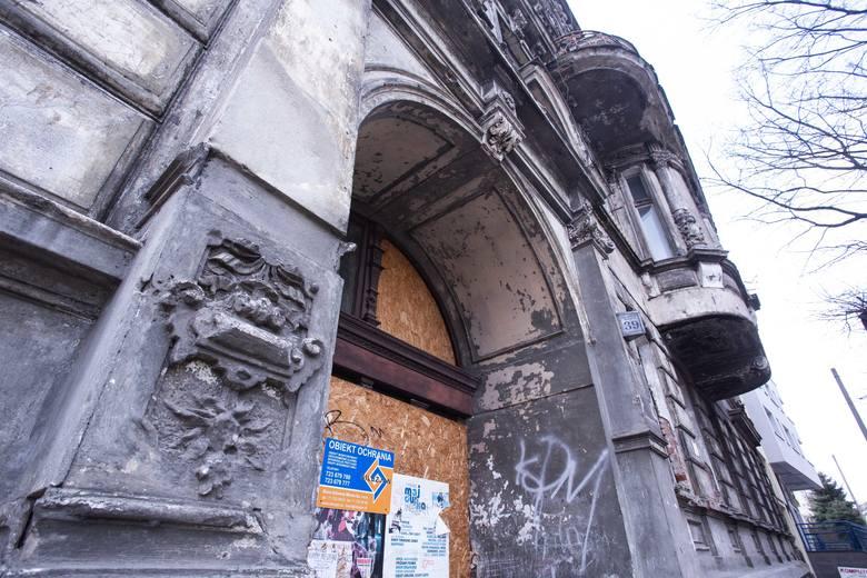 Zabytkową kamienicę przy ul. Kniaziewicza we Wrocławiu można kupić już za nieco ponad 2 mln złotych. Nawet dwa razy więcej może kosztować jej remont