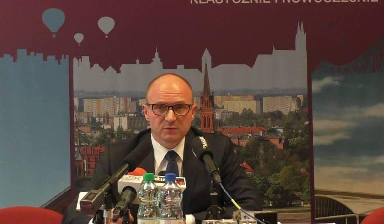 Marek Wojtkowski regularnie spotyka się z mediami na konferencjach prasowych, gdzie zdaje raport ze swojej działalności