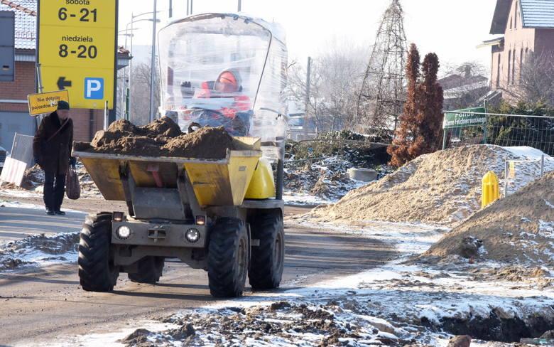 Zielona Góra. 22 stycznia. Trwają prace przy remoncie ul. Dworcowej.