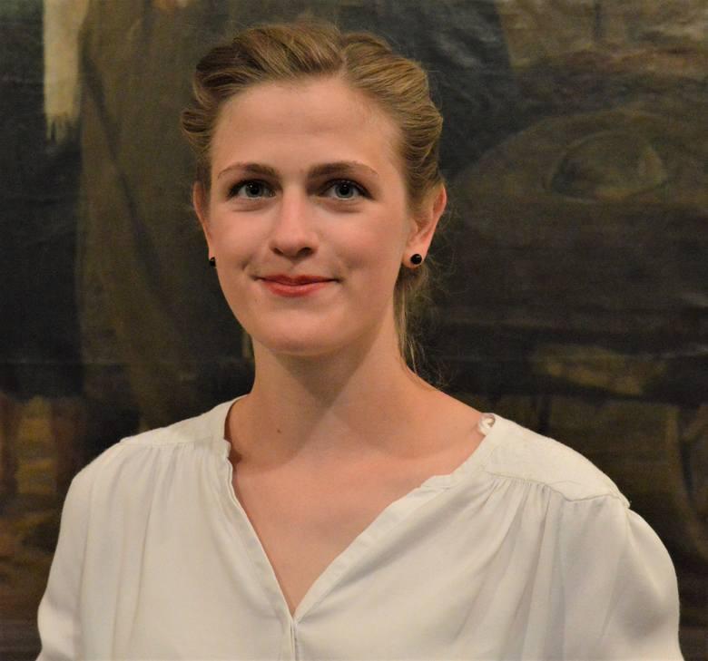 Liwia Litecka, zielonogórzanka, studiuje w Instytucie Sztuk Wizualnych Uniwersytetu Zielonogórskiego:  Sztuki Wizualne (I rok, II stopnia) oraz Malarstwo