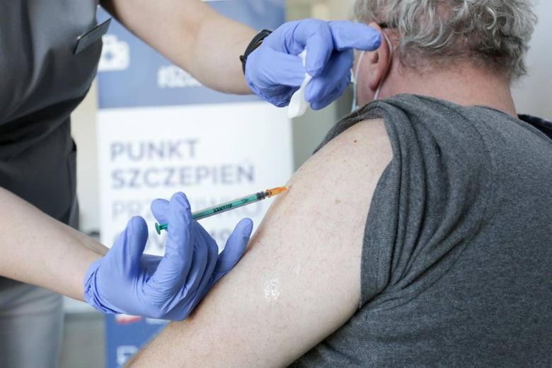 Między 1 a 3 maja każda dorosła osoba z e-skierowaniem będzie mogła skorzystać z zaszczepienia się jednodawkową szczepionką Johnson&Johnson.