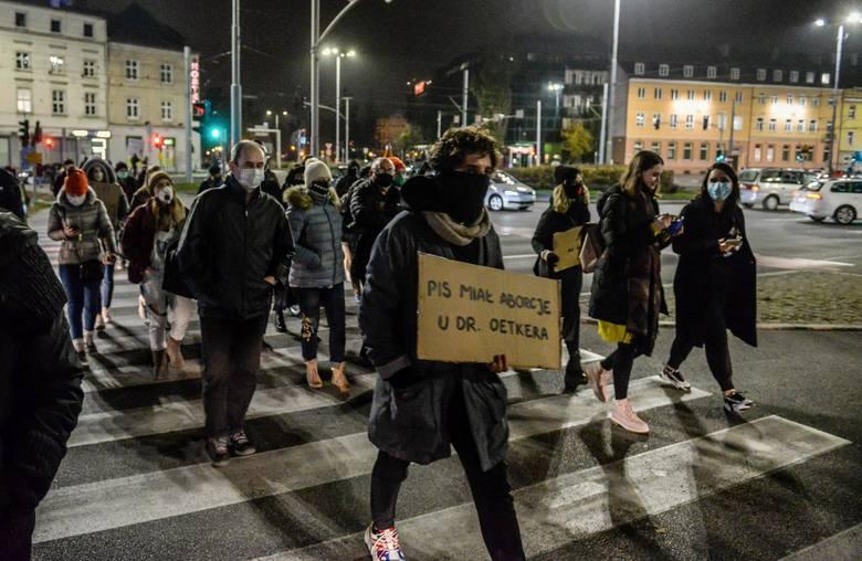 Gdańsk: Aleja Jana Pawła II stanie się aleją Strajku Kobiet? Prawo i Sprawiedliwość protestuje