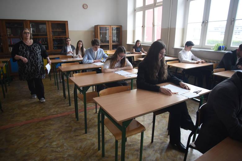 Przed nami trzeci dzień egzaminów gimnazjalnych. W środę uczniowie rozwiązywać będą testy z języków obcych. Najpopularniejsze tradycyjnie są angielski