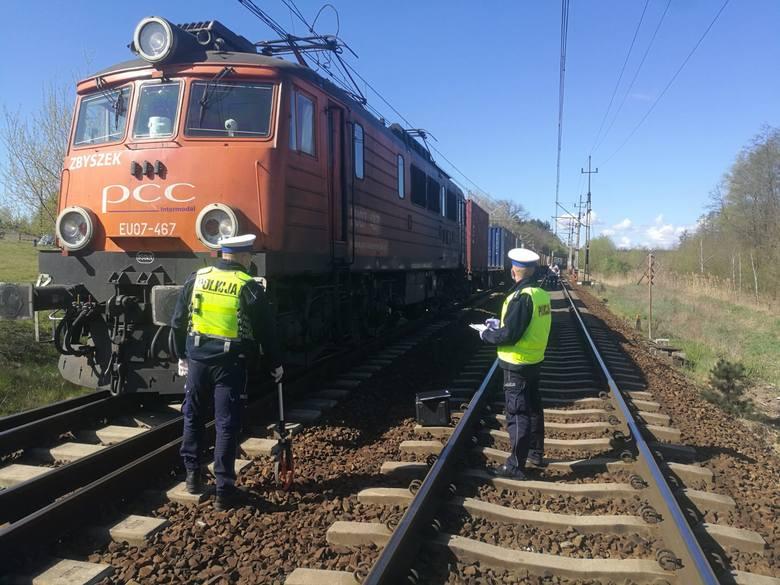 W niedzielę (26.04) w godzinach porannych doszło do śmiertelnego wypadku w Wielkiej Nieszawce. Pociąg towarowy potrącił mężczyznę, który zmarł na miejscu.
