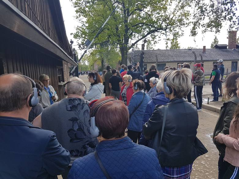 Uczestnicy projektu realizowanego przez bibliotekę w Zadzimiu odwiedzili obóz w Oświęcimiu