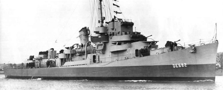 """Niszczyciel USS """"Underhill"""" - jeden z większych amerykańskich okrętów, które udało się Japończykom zatopić z pomocą samobójczych żywych torped Kaiten"""