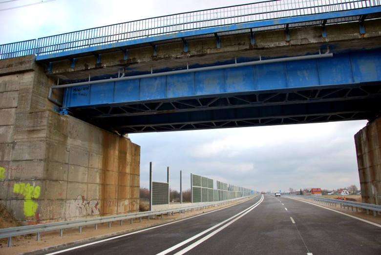 Remont wiaduktu potrwa trzy dni, a remont mostu dwa miesiące. Kolejne utrudnienia dla kierowców od poniedziałku
