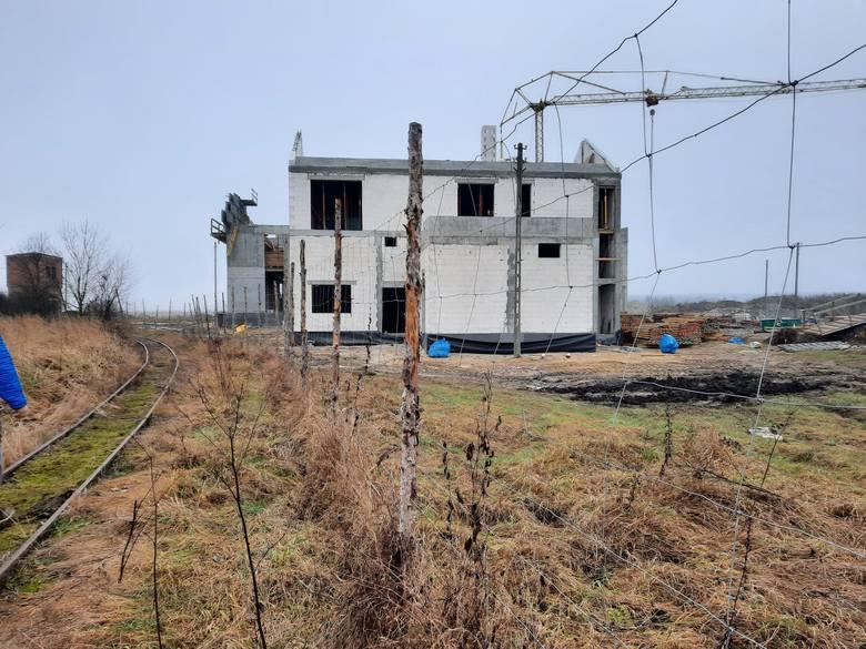 Trwa budowa Nidarium w Umianowicach. Nowa atrakcja turystyczna w regionie powstanie z opóźnieniem [ZDJĘCIA]