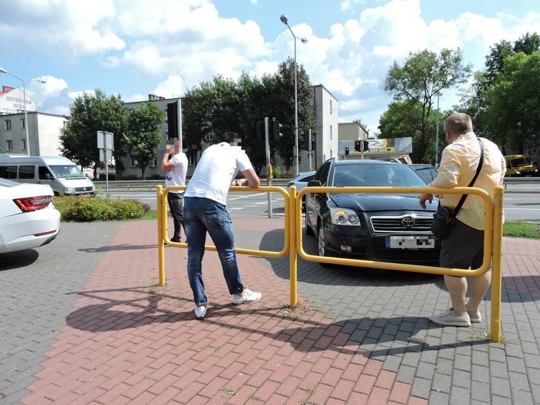 Ostrołęka. Kolizja na ul. Traugutta. Zderzyły się dwa samochody osobowe [ZDJĘCIA]