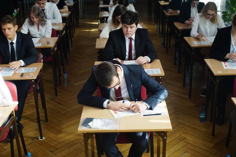Ustny egzamin maturalny z języka polskiego. Poznaj tematy, które pojawiły się 16 maja 2018 roku. Więcej >>>