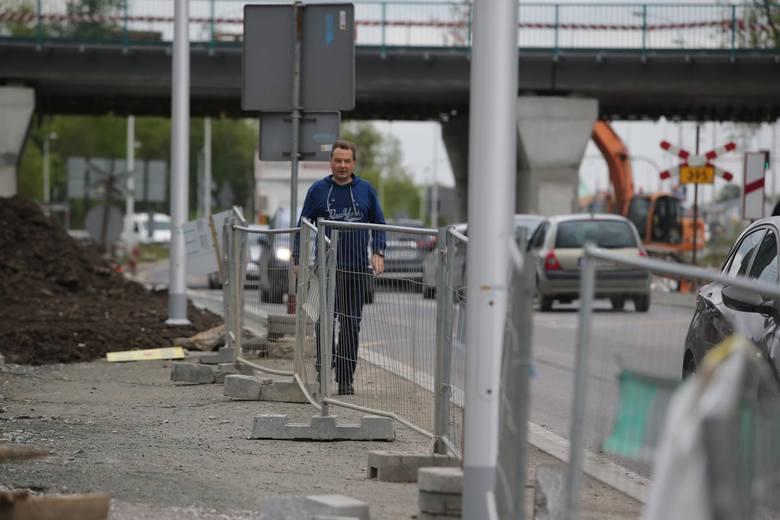 We Wrocławiu trwa w tej chwili budowa TAT-u oraz linii tramwajowej na Popowice. To jednak nie wszystko. Wciąż budowane są nowe chodniki i ścieżki rowerowe.