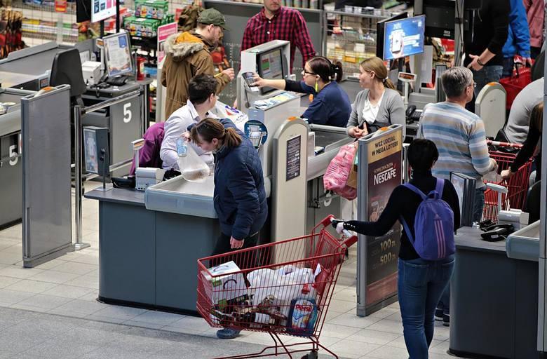 25.Sprzedawca/kasjer w sklepie, markecie lub dyskoncie - 3220 zł brutto