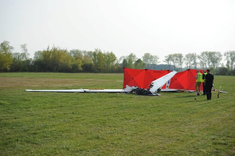 Tragicznie zakończył się lot szkoleniowy na szybowcu dla 21-letniego pilota. Szybowiec spadł na ziemię około godz. 14.30. Do dramatu doszło na lotnisku