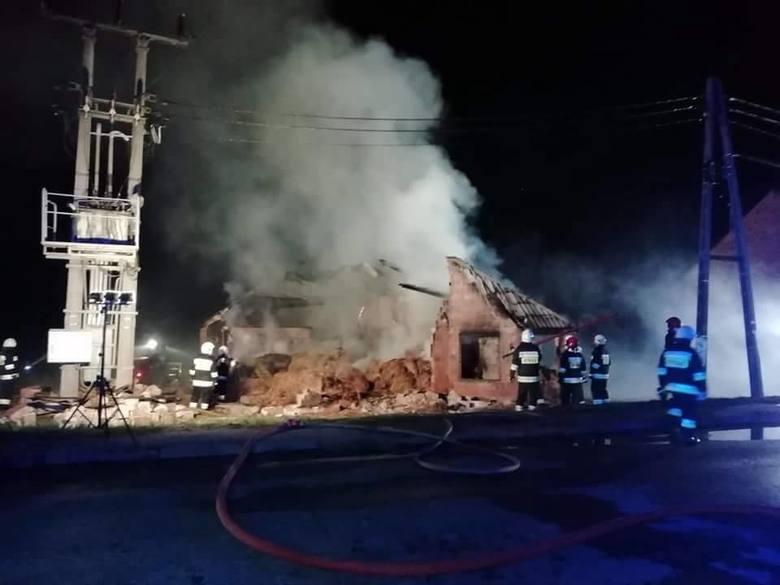 W środę o godz. 20.30 wybuchł pożaru na terenie gospodarstwa w Ganie (gmina Praszka).Z ogniem walczyło 8 zastępów strażackich: OSP Praszka, OSP Kowale,