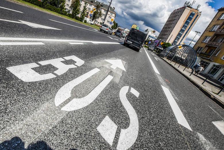 ul. Bernardyńska i ul. 3-maja (strona wschodnia) a także ul. 3 Maja na odcinku od ul. Krasińskiego do ronda Jagiellonów – dostępne dla motocykli