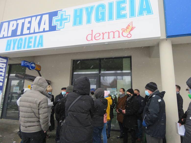W Kalwarii Zebrzydowskiej mają problem z aptekami, a właściwie z jedną, ...która cały czas jest zamknięta.