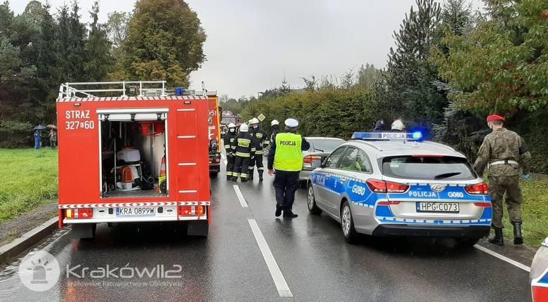 Zablokowana droga wojewódzka Kraków-Skała. Wypadek i dwie osoby ranne, jeden z kierowców był nietrzeźwy