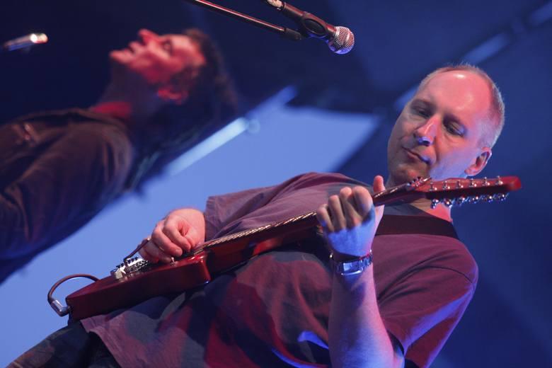 Kuba Sienkiewicz nie tylko gra i śpiewa. Jest także praktykującym neurologiem, specjalistą od choroby Parkinsona.