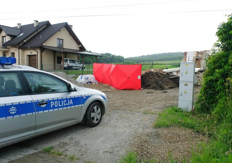 Do tej tragedii doszło w środę przed godz. 13 w Pikulicach pod Przemyślem. - Policjanci na miejscu ustalili, że na 57-latka z Przemyśla, wykonującego