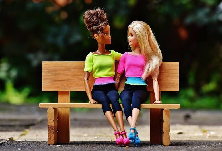 Nowa lalka Barbie popiera związki homoseksualne