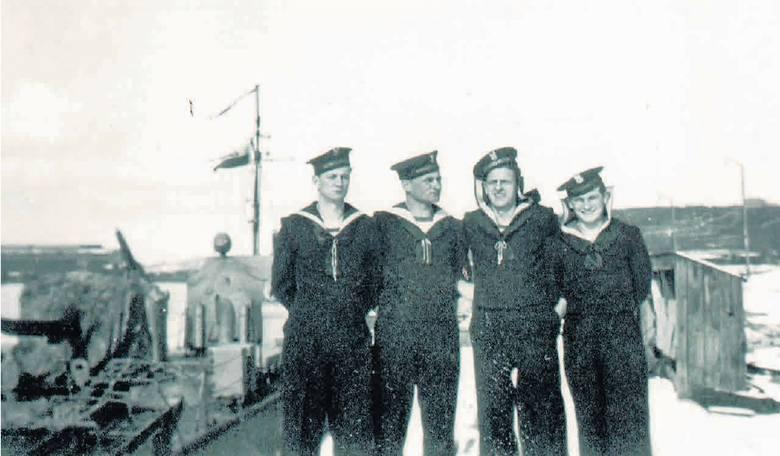 """""""Żurawia"""" po 1939 roku Niemcy wcielili do swojej floty. W 1946 roku wrócił do kraju. Po porwaniu i powrocie do kraju przebudowano go i zmieniono jego"""