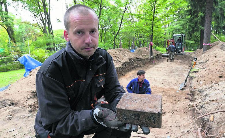 Miejsc związanych z powojennymi, komunistycznymi represjami jest w Białymstoku wiele. Udokumentowanych przez IPN jest  ponad dwadzieścia - mówi dr Marcin Zwolski z IPN w Białymstoku