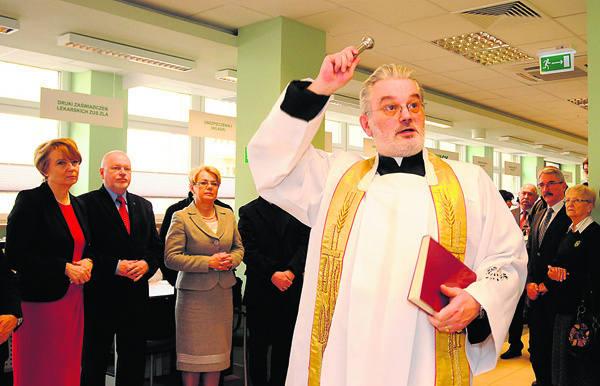 Miłości między pracownikami, a także między pracownikami i interesantami życzył ksiądz Robert Jantczak święcący nową salę.