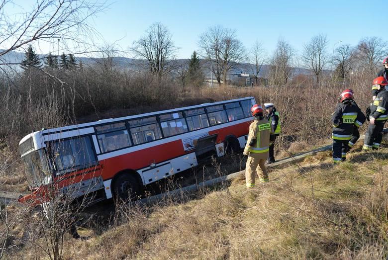 Do wypadku autobusu Miejskiego Zakładu Komunikacji doszło we wtorek około godz. 9.30 w Przemyślu.- Kierujący autobusem MZK, 47-letni przemyślanin jechał