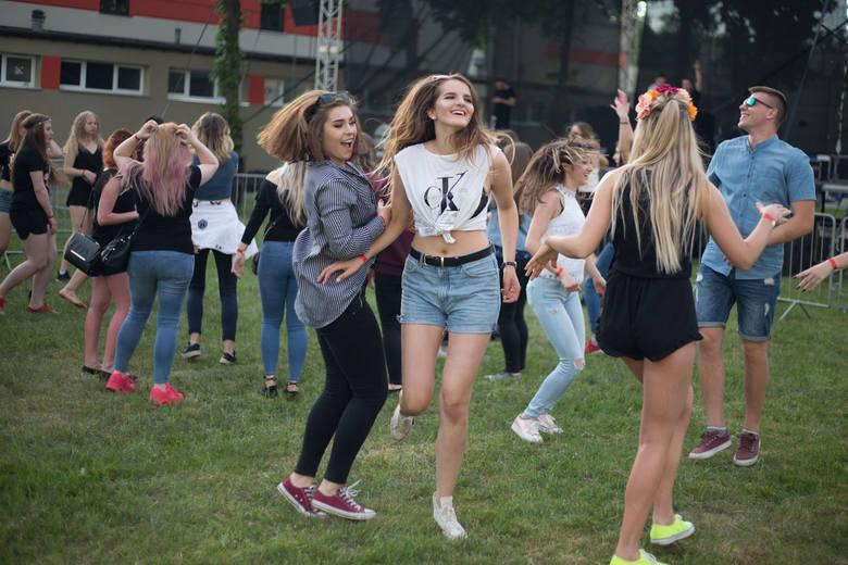 Studenci zaczęli świętować. Po tradycyjnej paradzie zabawa przeniosła się na teren Akademii Pomorskiej, gdzie studenci bawili się przy muzyce klubowej.