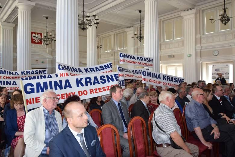 Mieszkańcy sąsiednich gmin spotkali się z wojewodą Ewą Leniart w sprawie przyłączenia do Rzeszowa.