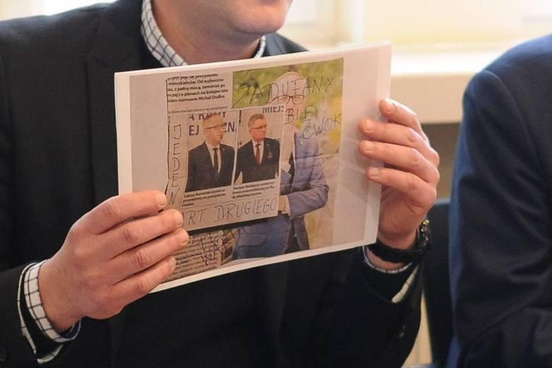 Prezydent Łukasz Borowiak pokazał wiadomości, jakie dostaje od swoich hejterów.
