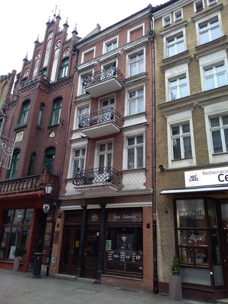 Kamienica przy Szerokiej 34. Tutaj znajdował się przed wojną sklep Justusa Wallisa, gdzie w pierwszej połowie lat 30. niemiecki wywiad zorganizował skrzynkę