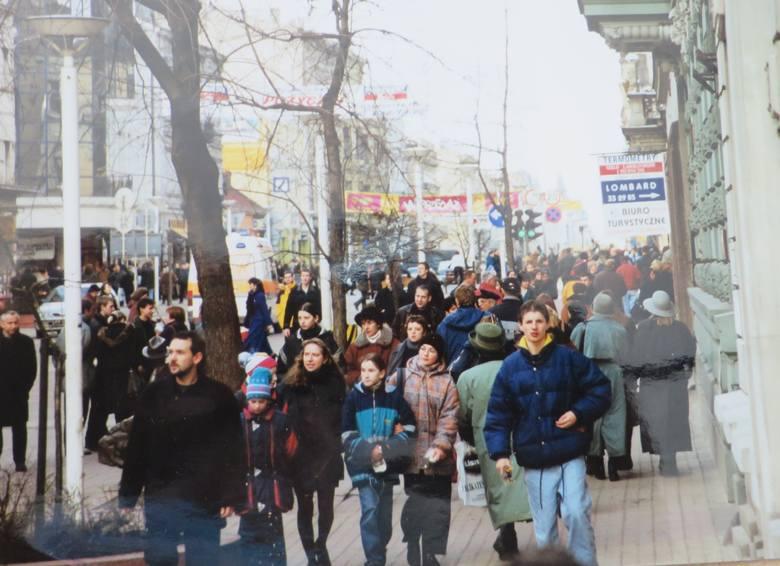 Tłoczna ulica Piotrkowska
