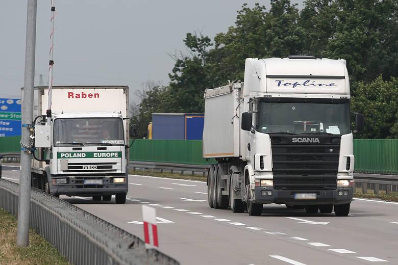 Coraz więcej firm transportowych staje nad przepaścią bankructwa. Unia dołoży do tego rękę?