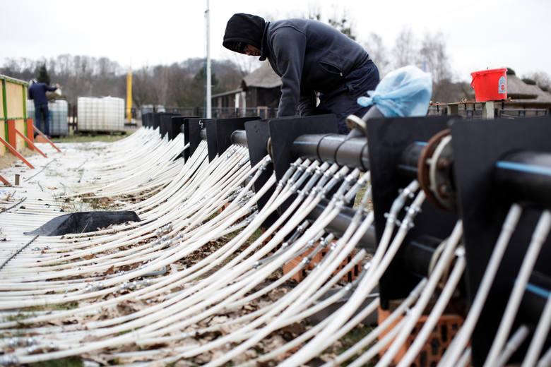 Dla odkrytego lodowiska w Leśnym Parku Kultury i Wypoczynku sezon już się zakończył. Pracownicy wczoraj rozpoczęli jego demontaż, który potrwa prawdopodobnie tydzień.