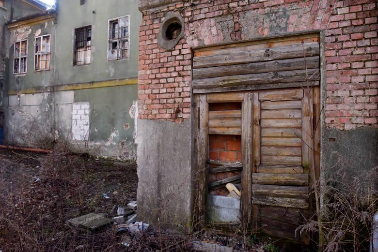 Zielona Góra. Waląca się kamienica przy ul. Wrocławskiej zabezpieczona. Jakie są plany właściciela?